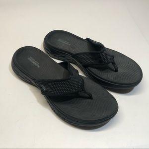 Skechers Goga Max flip flops sandals